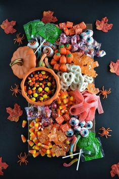 charcuterie board Halloween candy is a delightful part of enjoying the spooky season. A Halloween candy board is a fun way to display those candy classics. Halloween Desserts, Bonbon Halloween, Soirée Halloween, Hallowen Food, Halloween Food For Party, Holidays Halloween, Halloween Candy Buffet, Halloween Dessert Table, Halloween Cookies