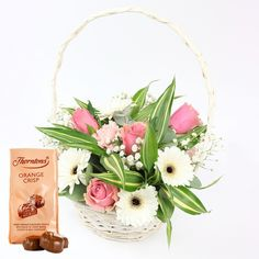 Dreamy Wonderland Basket & Chocolate Candies #bouquet #basket #roses #gerberas #chocolate #candies #beauty #mothersday #gift #mothersdaygifts #happymothersday