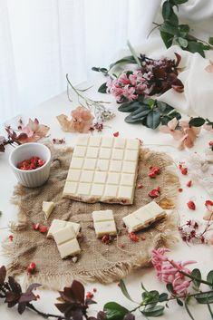 strawberry crunch white chocolate (vegan)