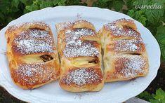 Jablkovo-pudingové koláče (videorecept) - recept | Varecha.sk Bread, Food, Basket, Brot, Essen, Baking, Meals, Breads, Buns