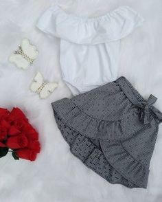Get out babadinho / Body ciganinha Engin Aras Cute Baby Clothes, Doll Clothes, Baby Girl Fashion, Kids Fashion, Frilly Skirt, Cute Outfits For Kids, Little Girl Dresses, Baby Sewing, Baby Dress