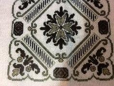 Cross Stitch Embroidery, Cross Stitch Patterns, White Crosses, Embroidery Designs, Mandala, Blue And White, Geometric Patterns, Toss Pillows, Punto De Cruz