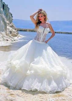 The Most Beautiful Wedding Dresses In The World | lovely couple dress wearbeautiful weddings essense of exclusive to ...