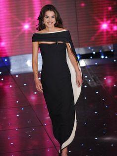 Königin Rania besuchte 2010 das Sanremo-Festival in Italien und trug eine traumhafte Robe von Giorgio Armani Privé.