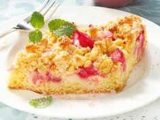 Rhabarberkuchen mit Streuseln - das Rezept für den Klassiker | LECKER