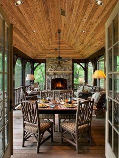 ideen für terrassengestaltungen mit feuerstelle und holzdecke