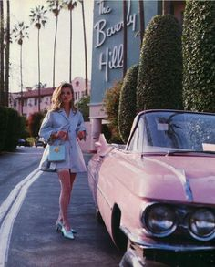 Vintage inspired photo of Kate Moss at the Beverly Hills Hotel Mode Vintage, Vintage Vogue, Vintage Fashion, Retro Vintage, Vintage Vibes, Vintage Beauty, Vintage Shops, Vintage Style, Beverly Hills Hotel