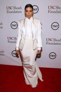 Kim Kardashian wears an Alexander McQueen Plisse Stand-Collar Blouse at the USC Shoah Foundations Anniversary Gala on May Estilo Kardashian, Kim Kardashian And Kanye, Kardashian Photos, Kardashian Style, Celebrity Red Carpet, Celebrity Style, Tuxedo Dress, Red Carpet Looks, Dress Suits