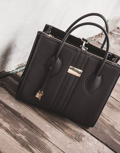 An elegant, luxurious vegan handbag from European designer Alexandra K. Michael Kors Hamilton, Michael Kors Jet Set, Vegan Handbags, Work Bags, Vegan Shoes, Vegan Fashion, Free Shoes, Blackberry, Tote Bag