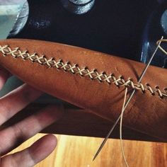This gorgeous leather DIY fringe clutch is the ultimate accessory!leather working tipsBrit + Co Online ClassesBeginner's Guide to Leatherworking Leather Carving, Leather Art, Sewing Leather, Leather Gifts, Leather Pattern, Leather Bags Handmade, Leather Tooling, Leather Jewelry, Leather Totes