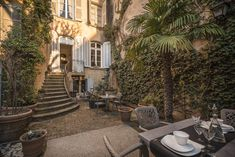 Featuring a private garden with 2 terraces and an on-site restaurant, L'Hotel Particulier Le 28 is located in Aix-en-Provence. Aix En Provence, Small Spa, Indoor Swimming Pools, Comfy Bed, France, Private Garden, Terrace, Boho Chic, The Neighbourhood