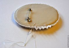 Bead Processing Brooch Making Bead Embroidery Tutorial, Bead Embroidery Jewelry, Beaded Embroidery, Beaded Brooch, Beaded Earrings, Seed Bead Jewelry, Beaded Jewelry, Brooches Handmade, Handmade Jewelry