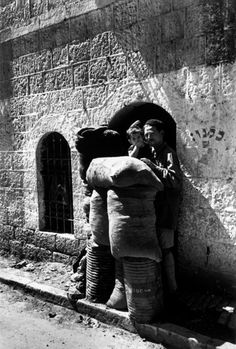 Jerusalem. Mea Shearim district. June 11th, 1948. The first morning after the cease-fire//Robert Capa
