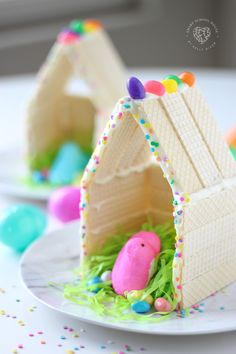 Peeps Houses - a fun Easter craft for kids PeepsHouses Peeps EasterCraft Easter Snacks, Easter Peeps, Hoppy Easter, Easter Treats, Easter Recipes, Easter Food, Easter Desserts, Easter Dinner, Easter Brunch
