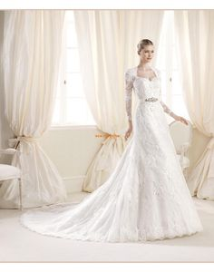 Wedding Dress Photos - Find the perfect wedding dress pictures and wedding gown photos at WeddingWire. Browse through thousands of photos of wedding dresses. La Sposa Wedding Dresses, Luxury Wedding Dress, Wedding Dresses Photos, Used Wedding Dresses, Wedding Dress Sleeves, Wedding Dress Shopping, Cheap Wedding Dress, Tulle Wedding, Dress Lace