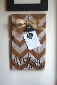 Chevron Verse of the week Clip Holder - barn wood - for Verse Of The Week Cards… Diy Craft Projects, Wood Projects, Crafts For Kids, Projects To Try, Wood Block Crafts, Barn Wood Crafts, Bestie Gifts, Summer Food, Restore