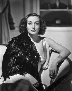 Joan Crawford Pictures - Joan Crawford Old Hollywood Old Hollywood Glamour, Golden Age Of Hollywood, Hollywood Stars, Classic Hollywood, Hollywood Icons, Vintage Hollywood, Divas, Look Vintage, Vintage Glamour