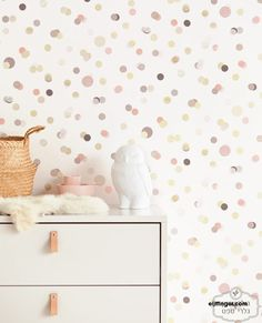 Pink confetti Kids room Eijffinger wallpaper Article number: 299002 This confetti wallpaper brings joy to your kids room. The closet and the owl are from the brand 'Babypark'. Room Wallpaper Designs, Kids Room Wallpaper, Wallpaper Childrens Room, Wallpaper For Girls Bedroom, Children Wallpaper, Baby Wallpaper, Confetti Wallpaper, Number Wallpaper, Kids Room Design