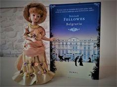 Despre autor: Julian Fellowes(n.1949, Cairo) este un scriitor, actor, scenarist și regizor britanic. A urmat cursurileAmpleforth and Magdalene College din Cambridge. A scris scenariul pentruGosf…