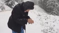 101-vuotias rouva iloitsee lumesta ja heittelee lumipalloja – yli 6 miljoonaa katsojaa!