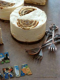 "Pastelitos de Gofio y ""Miel de Caña"" Slow Food, Sin Gluten, Tenerife, Summer Recipes, Camembert Cheese, Tartan, Pudding, Treats, Cake"