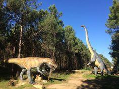 Abre sus puertas el 'Parque Jurásico' portugués | Via El Mundo.es | 8/02/2018 El nueve de febrero los dinosaurios vuelven a los bosques de Lourinhã. Millones de años después de su extinción, será posible contemplar estas bestias a lo largo de 10 hectáreas repletas de vegetación. Se trata del museo al aire libre más grande de Portugal #Portugal