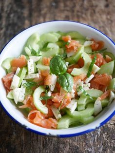 Salade concombre, saumon fumé et chèvre sec
