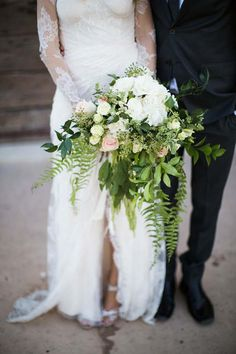 MORE LEAF, LESS FLOWER! (with wildflowers and such) Flower-filled wedding days are great, but you know what else is awesome? More leaf and less flower! Besides being economic (leaves are cheaper than flowers), it also lends a lush and natural touch while still staying simple.