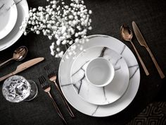 Elegant Silverware in copper and dishware in marble - How to decorate without clutter - Beige RenegadeBeige Renegade