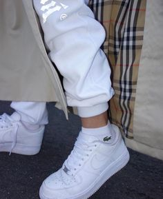 White sneakers for October - shoes ✰ - Dr Shoes, Hype Shoes, Sock Shoes, Me Too Shoes, Sneakers Mode, White Sneakers, Sneakers Fashion, Shoes Sneakers, Fashion Shoes