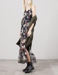 Długa bieliźniana sukienka ze wzorem, Stradivarius