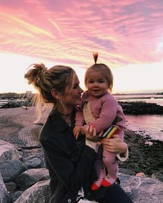 Sunset in Brooklyn (Husband takeover) - Barefoot Blonde by Amber Fillerup Clark Cute Little Baby, Baby Kind, Mom And Baby, Little Babies, Cute Babies, Cute Family, Baby Family, Family Goals, Family Kids