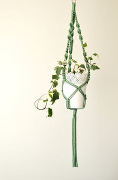Hang your plants in retro style.