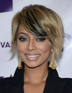 Keri Hilson Short Side Part Raven-hued lowlights added a point of interest to Keri's chic choppy crop.