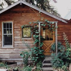 Little Cabin, Little Houses, Cozy Cabin, Cozy Cottage, Rustic Cottage, Cabins And Cottages, Log Cabins, Cabins In The Woods, Architecture