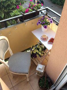 Mały balkon w bloku. Small balcony