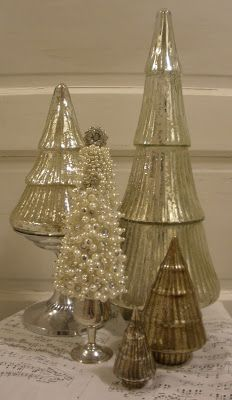 Tonight while watching TV I thought it would be fun to make a pearl tree to go with my collection of mercury trees.   It turned out pretty c...