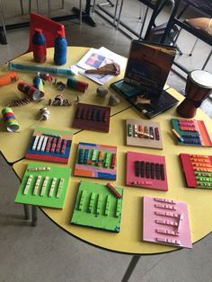 Wero thema muziek : muziekinstrumenten maken ! Preschool Music, Preschool Learning Activities, Music Activities, Music Classroom, Classroom Decor, Music Crafts, Music Station, Music And Movement, Music School