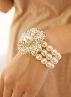 Pearl.Bracelet with A Pearl Encrusted Flower Topped With A Single Pearl!! Perfection Presented To Us By An Oyster!!