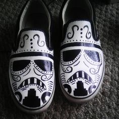 These are a pair of the best shoes I've ever seen! Vans Day of the Dead Stormtrooper by GeekdroidsEmporium on Etsy Crazy Shoes, Me Too Shoes, Crane, Star Wars Wedding, Star Wars Love, Geek Fashion, Shoe Art, Painted Shoes, Day Of The Dead
