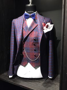 Men's style - Tagliatore Pitti 87 Big Men Fashion, Mens Fashion Suits, Mens Suits, Sharp Dressed Man, Well Dressed Men, Dandy Style, Men's Style, Herren Outfit, Dapper Men