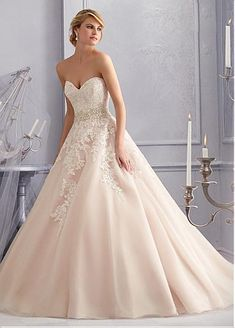 Glamorous Organza & Tulle Sweetheart Neckline Natural Waistline Ball Gown Wedding Dress With Lace Appliques