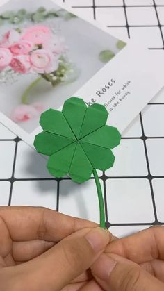 I hope luck will always be with you. - Basteln mit papier origami -Origami, I hope luck will always be with you. Paper Crafts Origami, Easy Paper Crafts, Diy Crafts For Gifts, Diy Origami, Diy Arts And Crafts, Creative Crafts, Simple Origami, Paper Flowers Craft, Flower Crafts