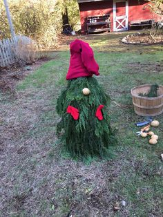 After such a long and dreary year, we could all use a celebration. Add some cheer to your front yard this holiday season with an adorable holiday garden gnome built from tomato cages. Holiday Wreaths, Christmas Decorations, Boxwood Tree, Diy General, Summer Tomato, Tomato Cages, Diy Garden Projects, Gnome Garden, Gnomes
