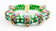Russian video - spring bracelet - easy enouogh to follow.