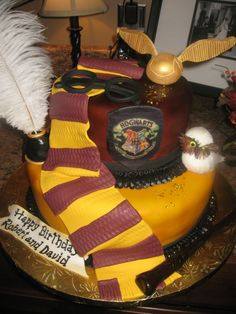 Harry Potter Cake - I want this for my birthday!