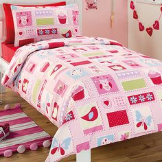 cannot stop loving this patchwork style look for princesses room Cute Quilts, Princess Room, Quilt Cover, Kids Rooms, Princesses, Comforters, Kids Outfits, Stamps, Nursery