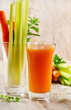 Product Description: There is often a lot of debate in the medical and fitness community about whether we really need to detox. Healthy Juice Drinks, Healthy Detox, Healthy Juices, Yummy Drinks, Healthy Eating, Healthy Life, Juice Smoothie, Smoothie Drinks, Detox Drinks