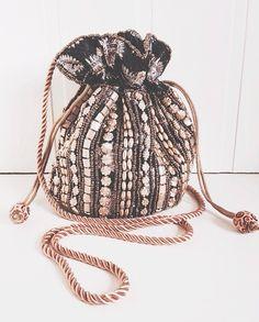 Fashion Tips Shoes Fashion Bags, Fashion Accessories, Potli Bags, Sweet Bags, Diy Tote Bag, Boho Bags, Fabric Bags, Mode Inspiration, Vintage Handbags