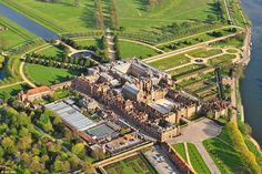 Hampton Court, Richmond upon Thames, Surrey. 17 Breathtaking Photos Of Britain From Above Marie Tudor, Richmond Upon Thames, Hampton Court, Le Palais, River Thames, Lush Green, Surrey, Continents, The Hamptons